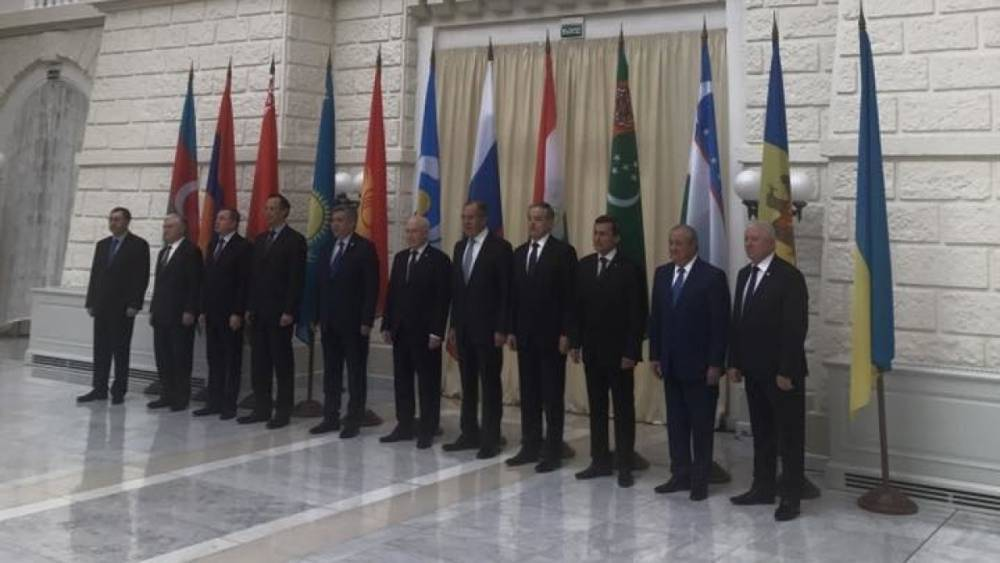Захарова назвала знамя «самым конструктивным представителем Украины»