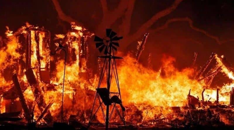 Число жертв пожаров в Калифорнии выросло до 13 человек