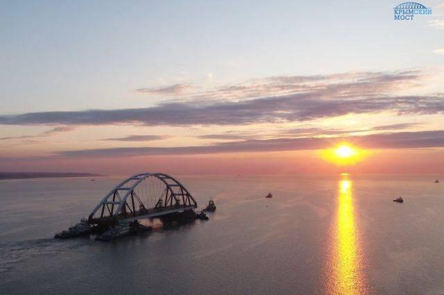 Автодорожную арку Крымского моста готовят к подъему на опоры