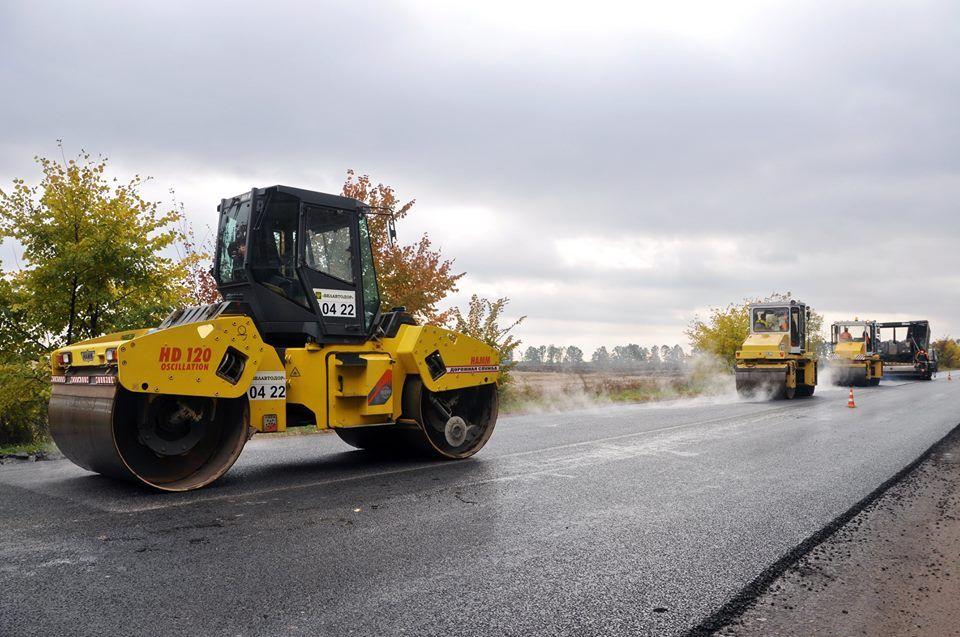 Председатель Житомирской ОГА проверил, как ремонтируют дороги белорусские подрядчики
