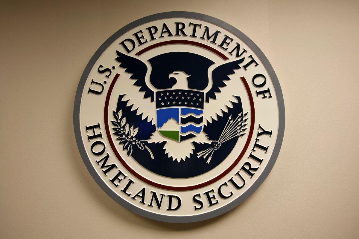 Трамп выдвинул Нильсен на пост министра внутренней безопасности