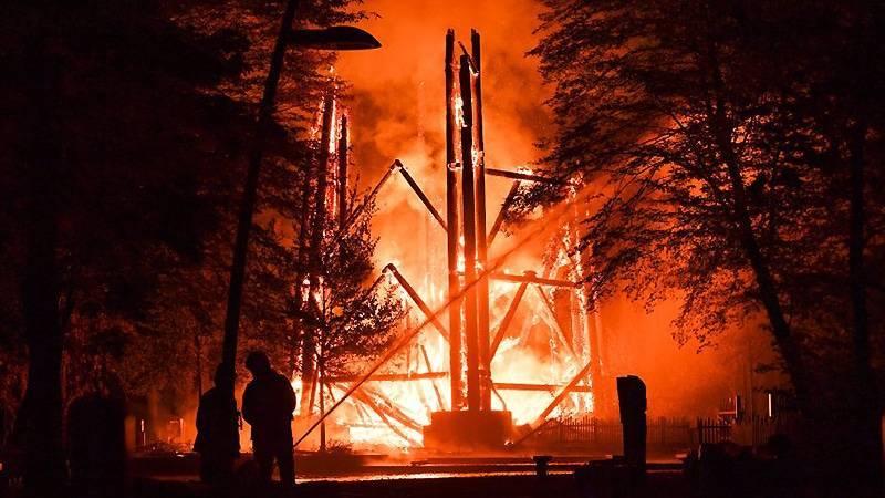 Во Франкфурте дотла сгорела Башня Гете