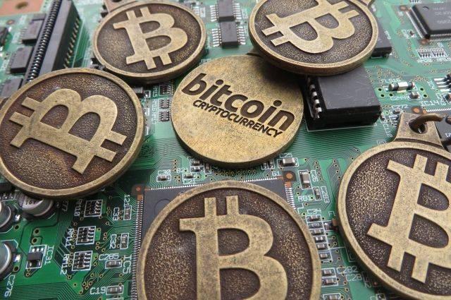 Курс биткоина впервые превысил пять тысяч долларов