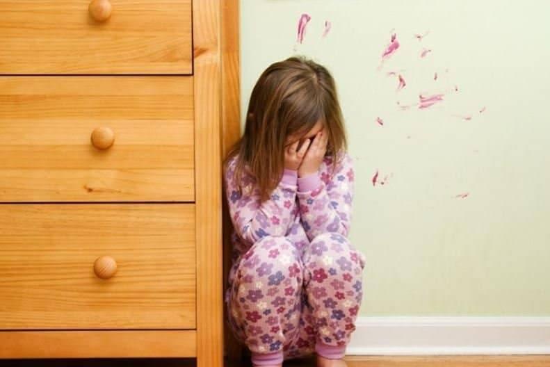 Посреди ночи отец выгнал дочь на улицу: девочка пропала