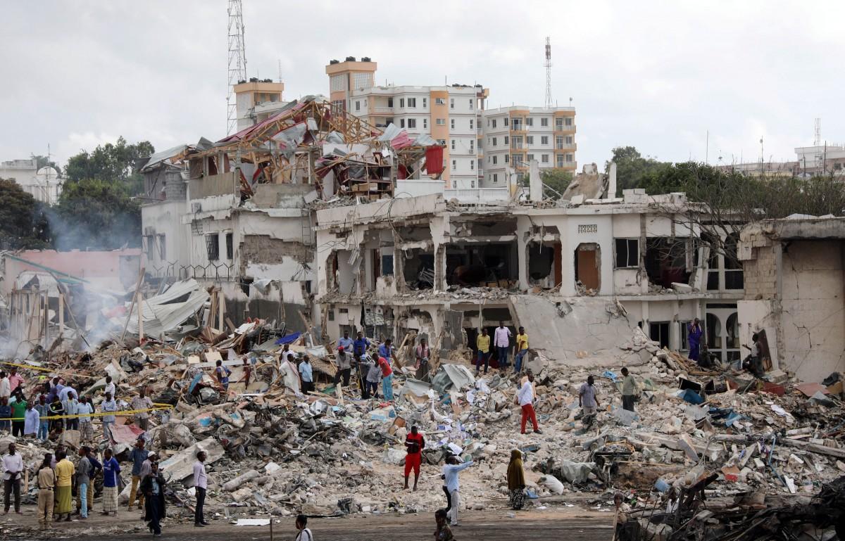 Число жертв двойного теракта в Сомали достигло 300 человек