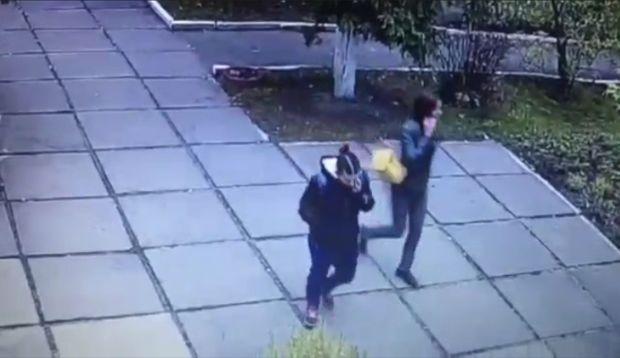 Появилось видео с моментом похищения младенца из детсада в Киеве