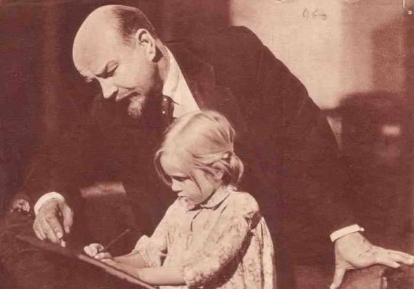 Революция 1917 года: от торговли детьми до диктатуры детства