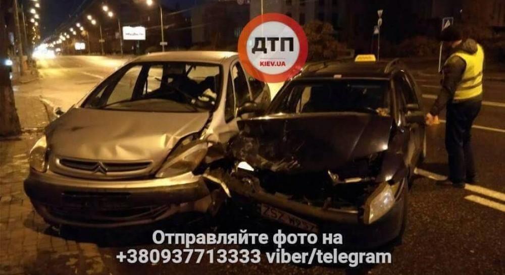 В Киеве произошло ужасное ДТП пострадали семь человек