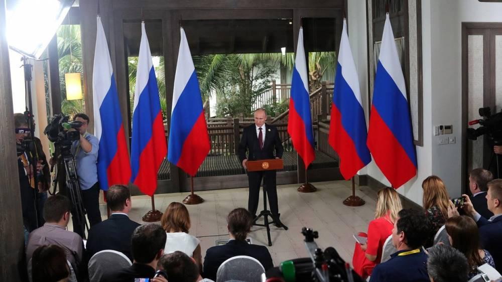 Путин запугал Трампа: экс-глава ЦРУ разоткровенничался в эфире американского ТВ