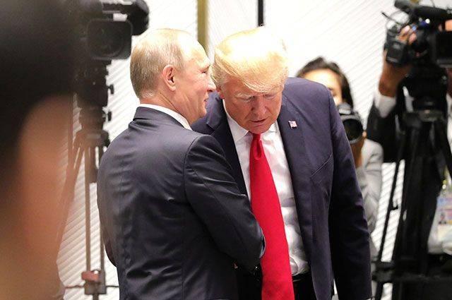 Бывший глава ЦРУ: Трамп боится Путина