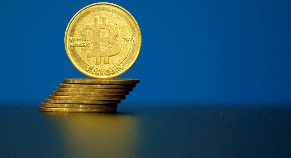 Инвесторы уходят в Cash: курс Bitcoin упал почти на 30%