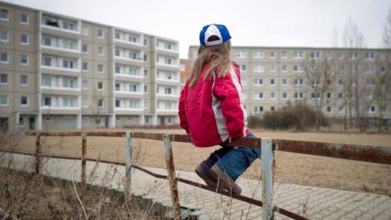 Количество детей, живущих в малоимущих семьях, стремительно растет