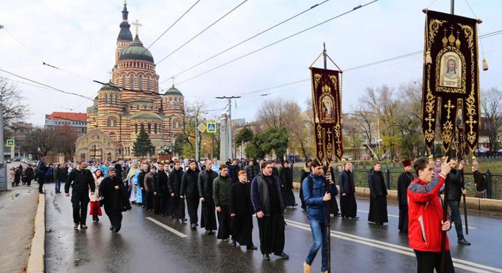В Харькове в день Озерянской иконы Богородицы состоялся многолюдный крестный ход
