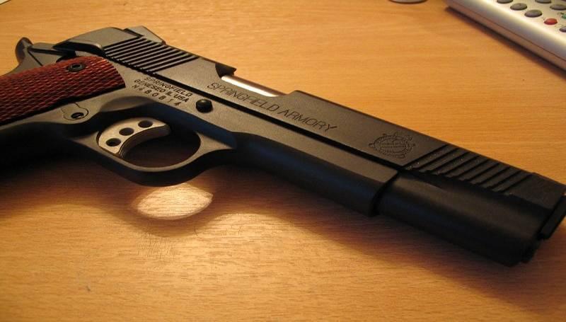 Что думают американцы об оружейных законах