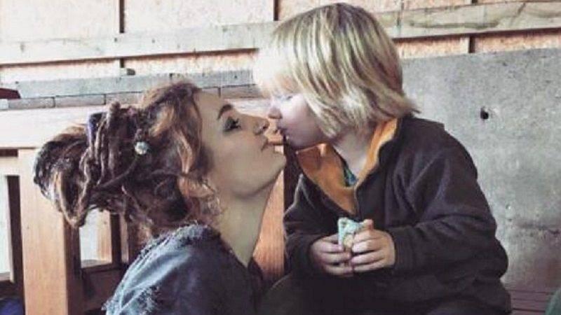 Популярная блогер покончила с собой, когда ее сын переехал к отцу