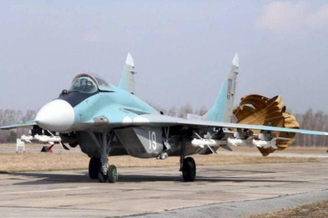 В пище курсантов ВВС Украины обнаружили червей и тараканов
