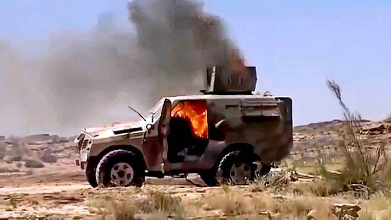 Саудовский патруль попал в засаду хуситов: кадры подрыва техники