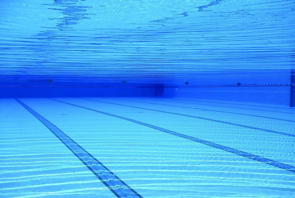 Сколько мочи содержится в обычном плавательном бассейне?