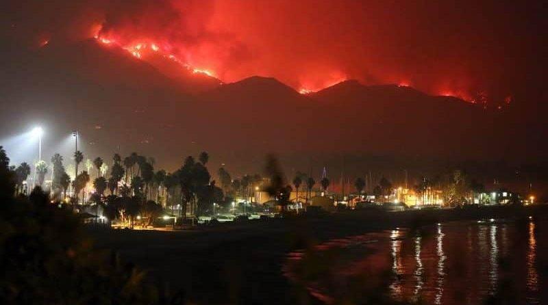 «Этот огонь – зверь», – пожар в Калифорнии угрожает Санта-Барбаре
