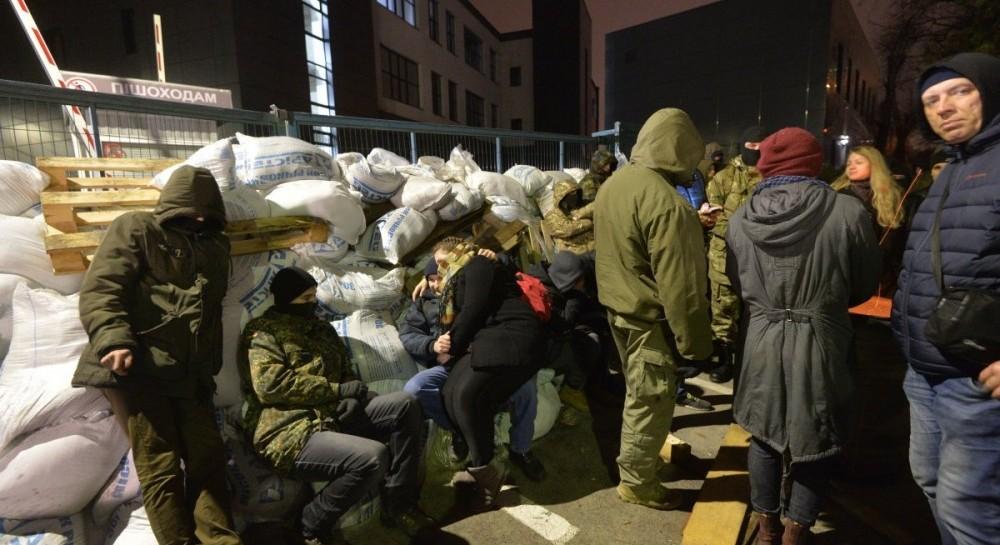 Участники блокады NewsOne начали разбирать баррикады