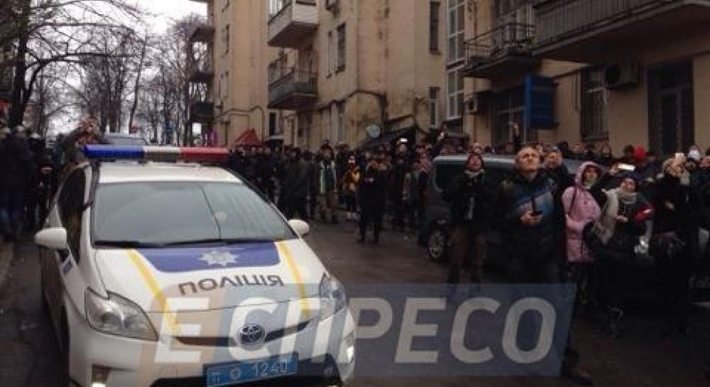 Возле дома Саакашвили слышны выстрелы