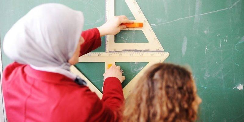 Учителям разрешат приходит на работу в мусульманском платке
