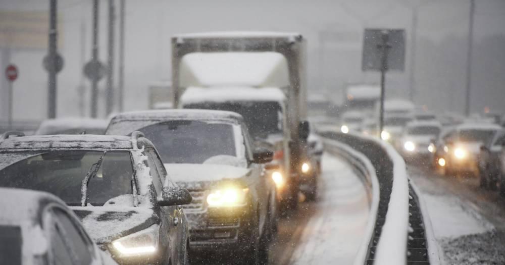 Движение по трассе М-5 в Самарской области ограничили из-за снегопада