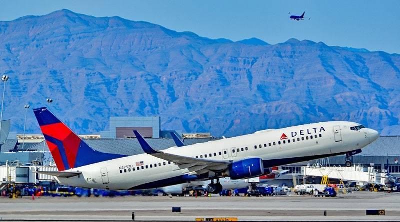 Самолет Delta совершил незапланированную посадку, чтобы пассажиры сходили в туалет
