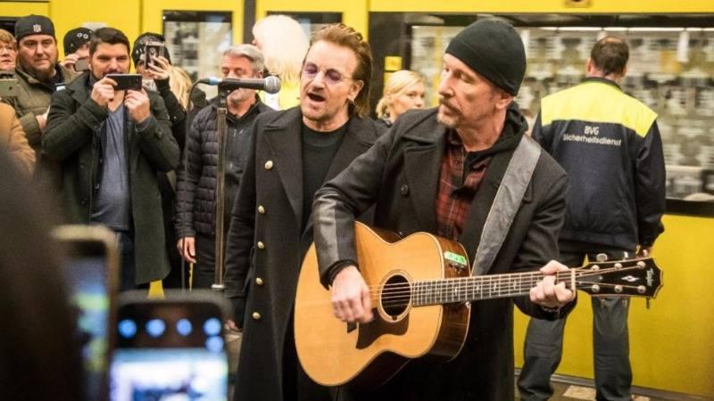 U2 дали в берлинском метро мини-концерт