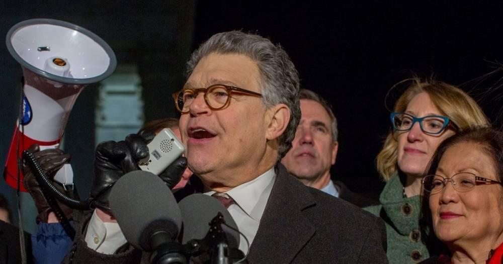 СМИ: Обвинённый в домогательствах сенатор Эл Франкен в четверг уйдёт в отставку