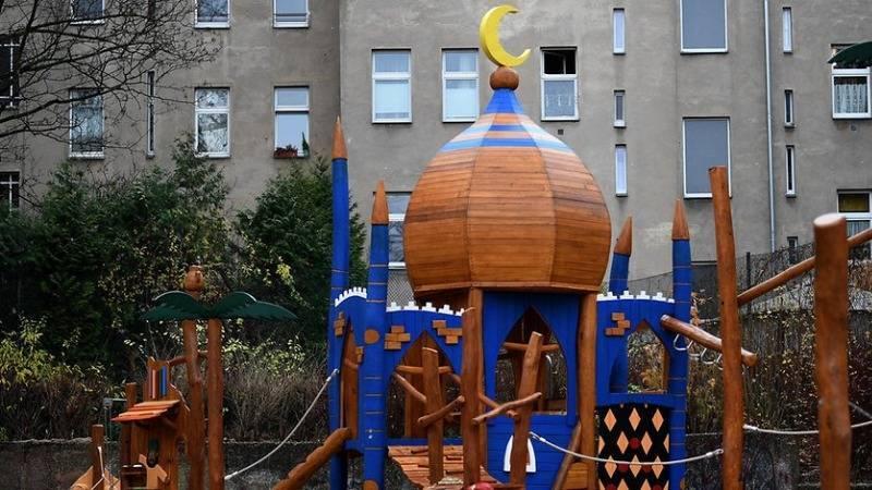 В Берлине открыли детскую площадку в виде мечети