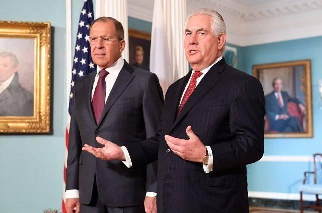 Лавров заявил Тиллерсону о недопустимости давления на дипломатов и СМИ РФ