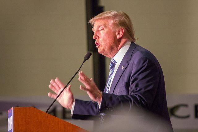 Рейтинг Трампа упал до нового рекордного значения — опрос