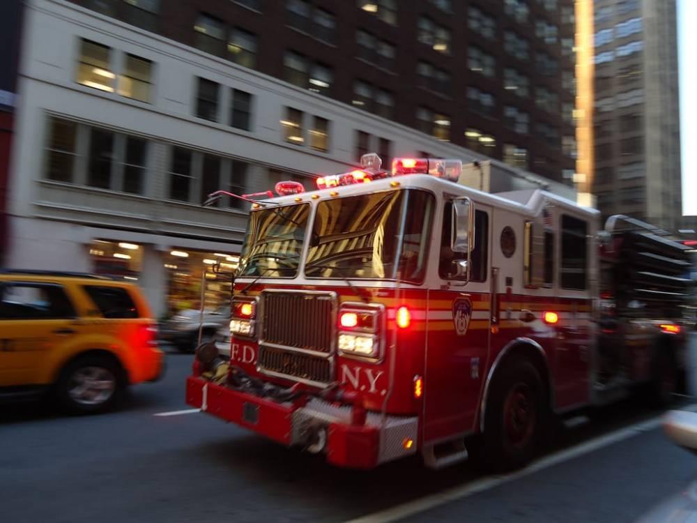 """Житель Бруклина спровоцировал взрыв """"бомбами"""" от тараканов: есть пострадавшие"""