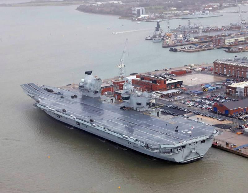 Авианосец Queen Elizabeth официально принят в состав британских ВМС