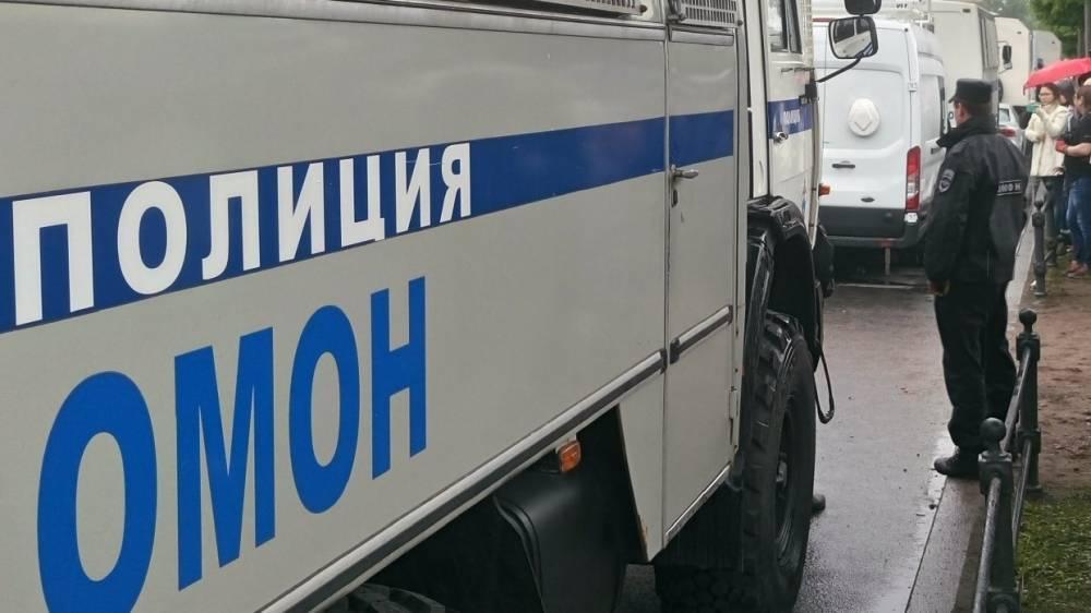 Силовики задержали несколько десятков человек в челябинском ресторане