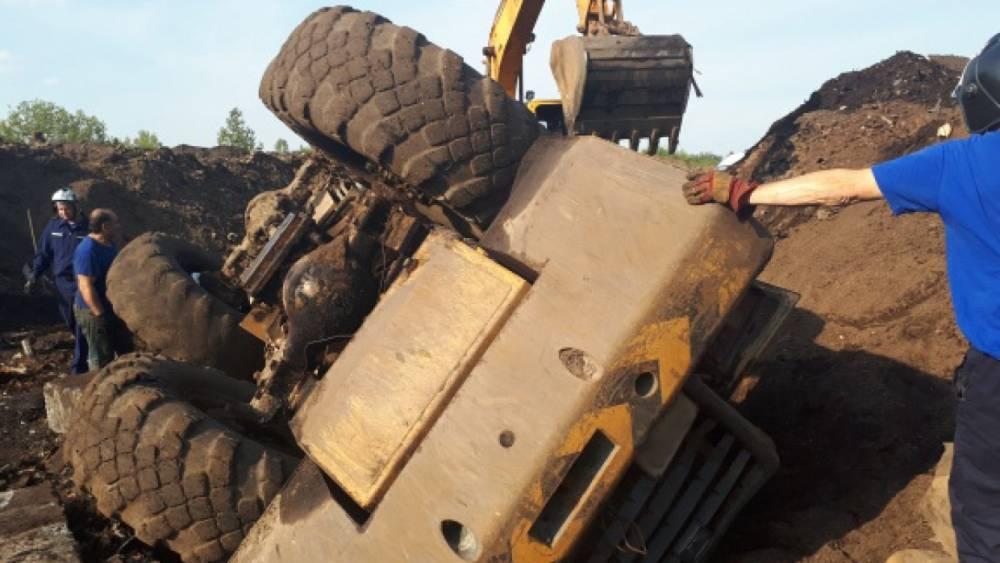 В Подмосковье спасли застрявшего в тракторе водителя