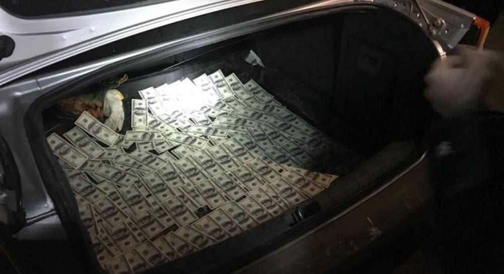 В Виннице задержали адвоката, который требовал 15 тысяч долларов взятки