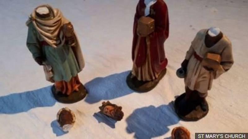 Вандалы обезглавили статуи мудрецов в Мендлшеме