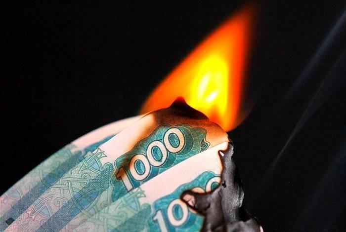 ЦБ РФ избавляется от рублей, лихорадочно скупая доллары
