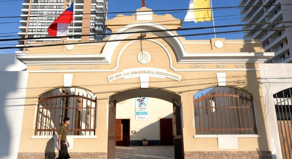 В столице Чили перед визитом Папы Римского возле трех церквей произошли взрывы