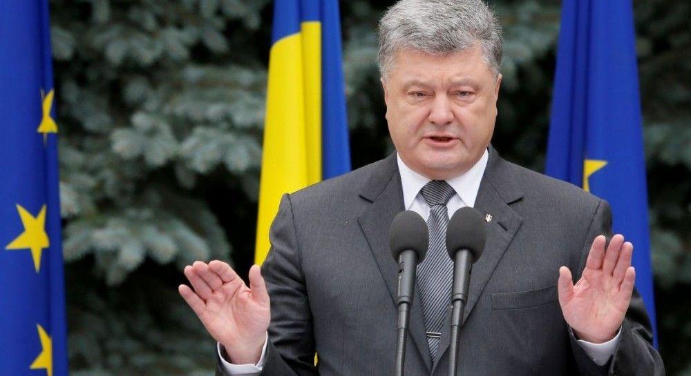"""В АП заявление Порошенко к ФСБ назвали """"низкопробной подделкой и фейком"""""""