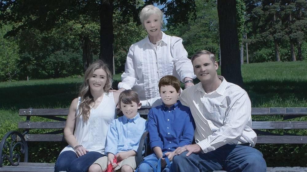 Фотосессия семьи из США шокировала Facebook