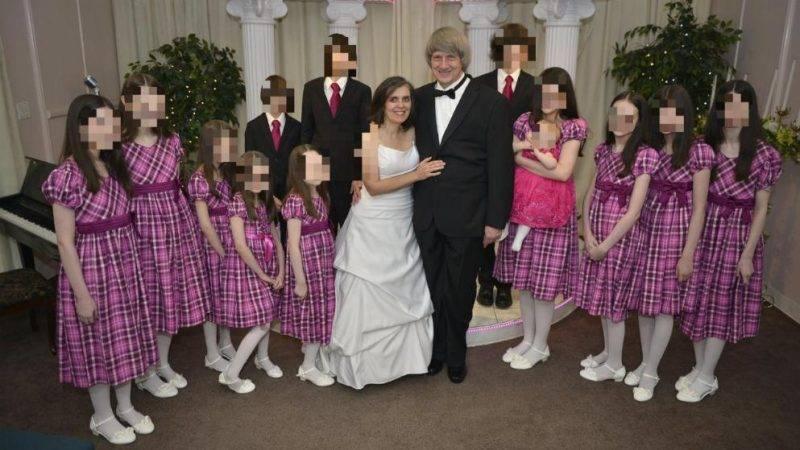 Родители удерживали на цепи 13 детей