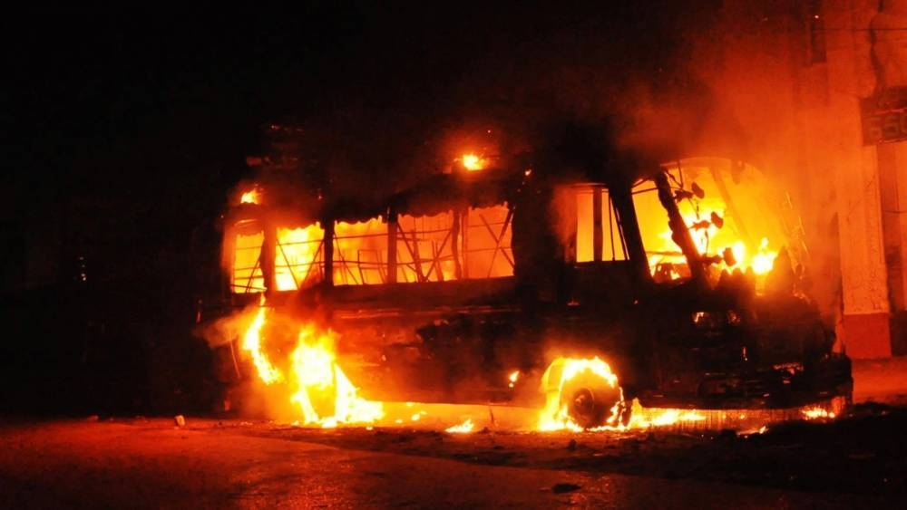 Автобус с пассажирами загорелся в Казахстане, погибли 52 человека