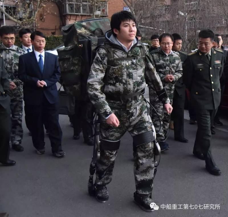 В Китае заявили о прорыве в создании экзоскелета-робота.