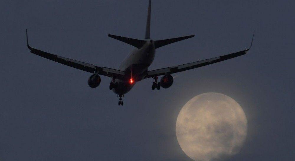 В Великобритании пьяного пилота с рейса снимали вооруженные полицейские