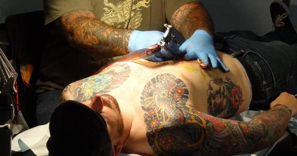 Татуировщики испугались коррупции и взяток в случае лицензирования салонов