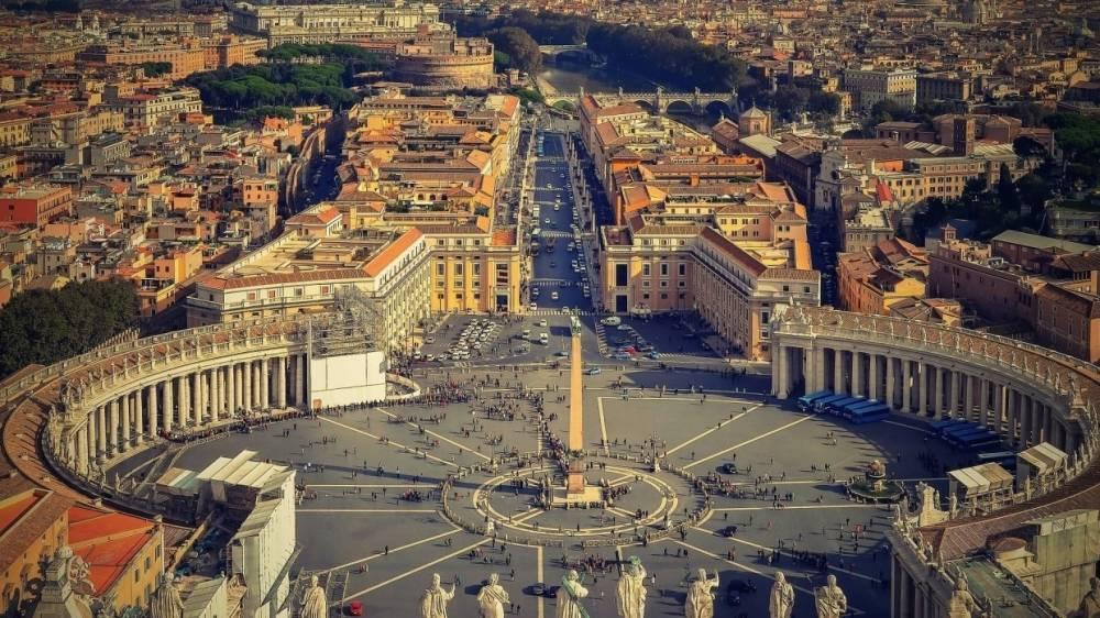 Ватикан не станет общаться с неканоническими церквями Украины