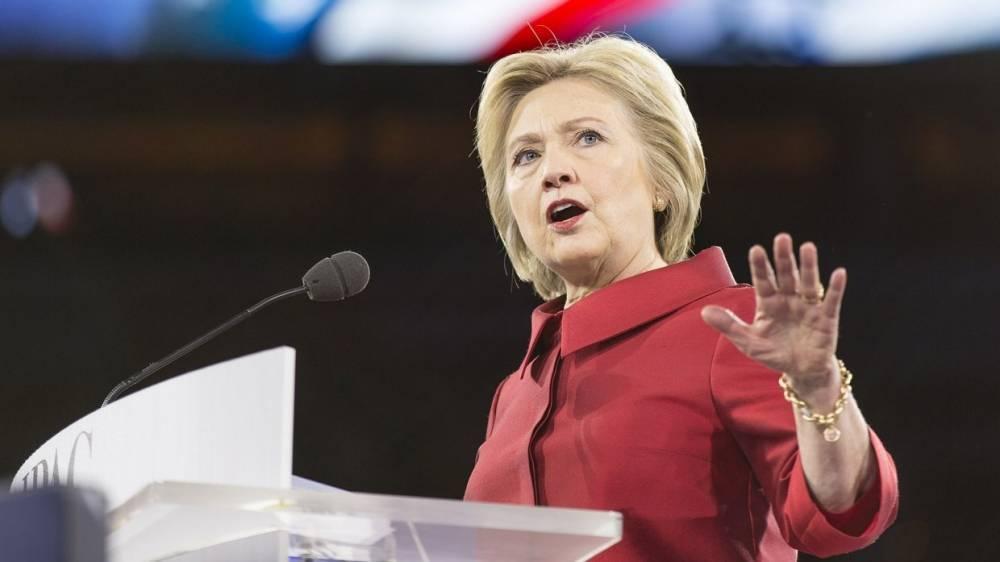Клинтон лишилась доступа к секретной информации по собственной просьбе